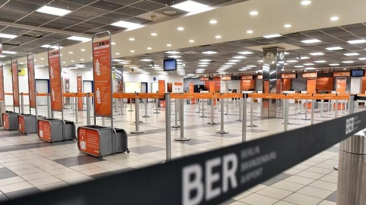 إخلاء صالة في مطار برلين بسبب غاز مشبوه