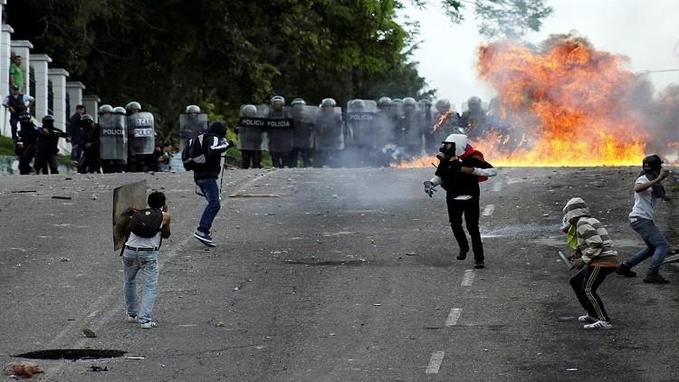 وفاة متظاهر شاب في فنزويلا متأثرا بجراحه