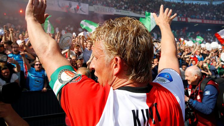 ديرك يعتزل كرة القدم بعد تتويجه بالدوري الهولندي