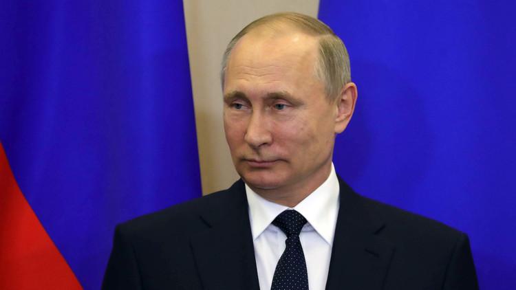 الكرملين: بوتين يهنئ ماكرون ويبحث معه التعاون في مكافحة الإرهاب
