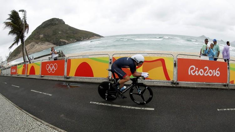 انسحاب دراج بريطاني من سباق إيطاليا على إثر اصطدامه بدراجة الشرطة