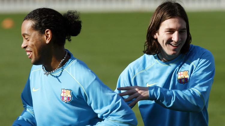رونالدينيو: ميسي يلعب كرة القدم أفضل من رونالدو