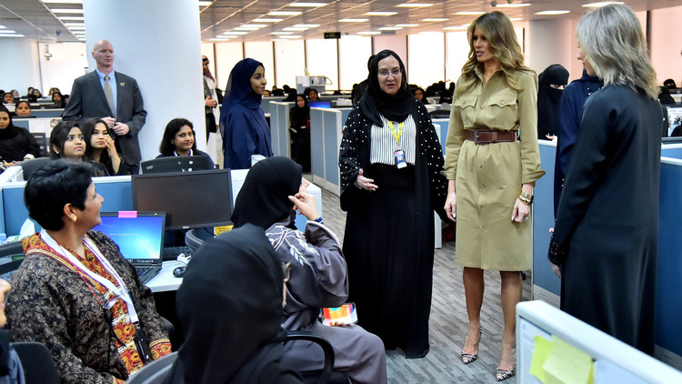 بالصور.. ميلانيا ترامب تنصح السعوديات!