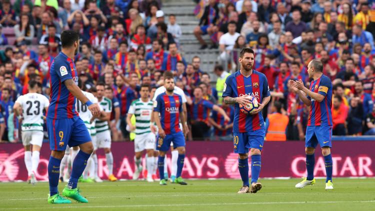 حكم يمنح برشلونة ركلة جزاء