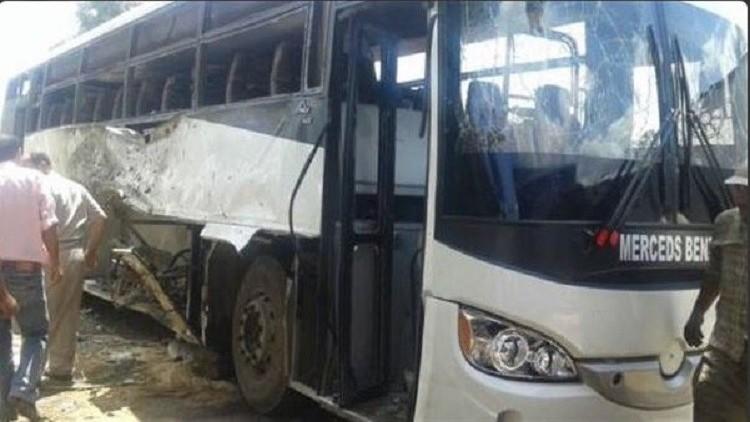 اللقطات الأولى من مكان الهجوم على حافلة الأقباط في المنيا