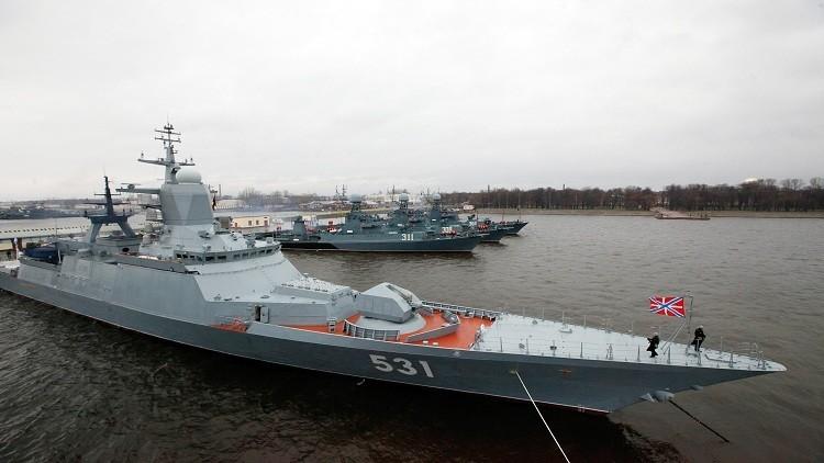 سفن حربية روسية تنفذ معركة بحرية في المتوسط