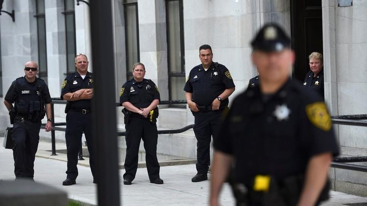 عنصري يقتل رجلين منعاه من إهانة مسلمتين في أمريكا