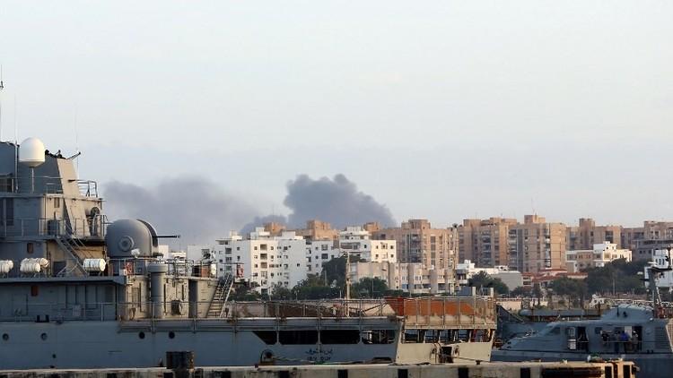 الدخان يتصاعد في طرابلس أمس الجمعة
