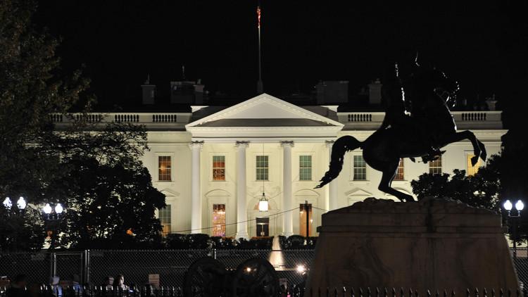وميض غامض ينبعث من البيت الأبيض!