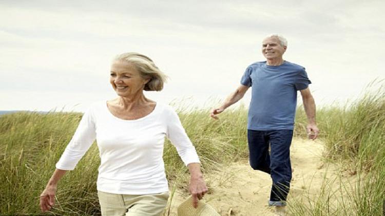 دراسة: المشي مدة 25 دقيقة يوميا قد يحد من آثار الخرف