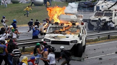اشتباكات بين متظاهرين والشرطة في العاصمة الفنزويلية كاراكاس، 1/05/2017