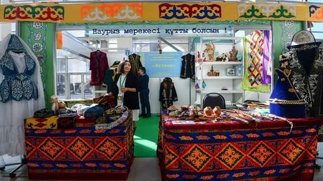 متجر للملابس الشعبية في كازاخستان