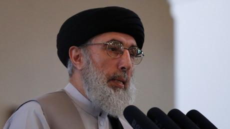 قلب الدين حكمتيار يلقي خطابا في القصر الرئاسي بكابل في 4.05.17