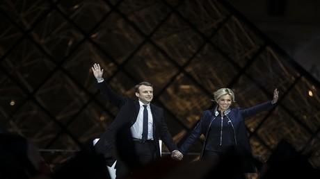 إمانويل ماكرون، الرئيس الفرنسي الجديد المنتخب، مع زوجته بريجيت تروجنيوكس، باريس، فرنسا، 7 مايو 2017