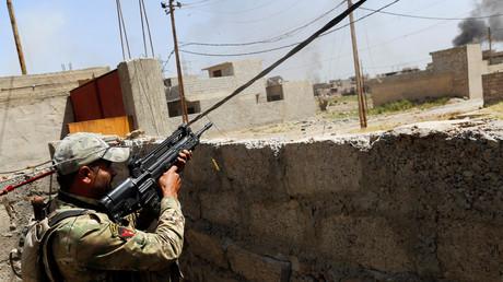 عنصر من قوات التدخل السريع العراقية أثناء المعارك ضد