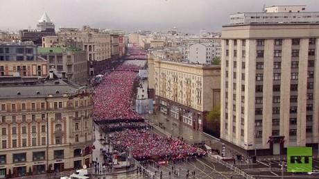 مئات الآلاف في مسيرة الفوج الخالد بموسكو