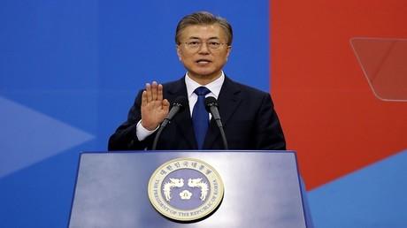 الرئيس المنتخب لكوريا الجنوبية، مون جيه إن، يؤدي القسم خلال مراسم تنصيبه في الجمعية الوطنية (البرلمان)، سيئول، كوريا الجنوبية، 10 مايو 2017