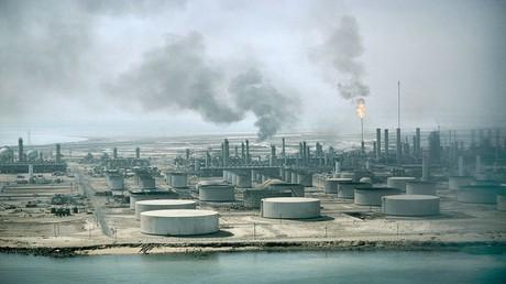 النفط يرتفع بعد قرار السعودية تخفيض إمدادات آسيا