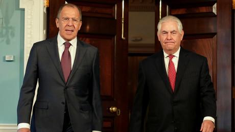 وزيرا الخارجية الأمريكي ريكس تيلرسون والروسي سيرغي لافروف