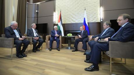 لقاء الرئيسين الروسي فلاديمير بوتين والفلسطيني محمود عباس في سوتشي