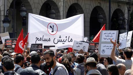 """""""مانيش مسامح"""" تقود مسيرة في تونس ضد """"تبييض الفساد"""""""