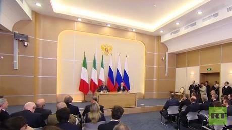 مؤتمر صحفي مشترك للرئيس فلاديمير بوتين ورئيس الوزراء الإيطالي باولو جنتيلوني في سوتشي