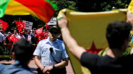 مؤيدون ومعارضون لأردوغان في واشنطن