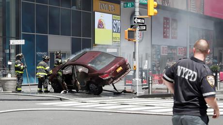 اللقطات الأولى من مكان وقوع عملية الدهس وسط نيويورك
