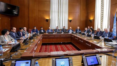 لقاء بين  وفد الهيئة العليا للمفاوضات وستيفان دي ميستورا في جنيف