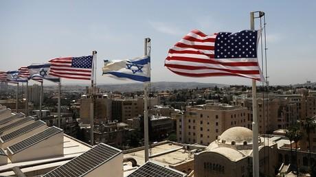 الأعلام الأمريكية والإسرائيلية ترفرف فوق سقف فندق الملك داود، استعدادا لزيارة ترامب لإسرائيل