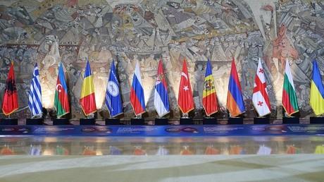 روسيا تدعو لتخفيف إجراءات التجارة لدول البحر الأسود