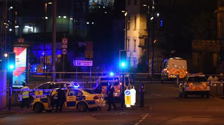 مقتل 19 شخصا وإصابة 60 آخرين بانفجار داخل قاعة للاحتفالات في مدينة مانشستر البريطانية