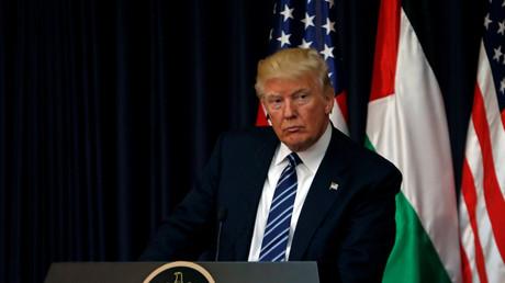 الرئيس الأمريكي دونالد ترامب خلال المؤتمر الصحفي مع نظيره الفلسطيني محمود عباس