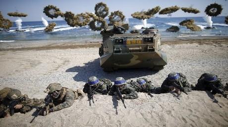 كوريون جنوبيون أثناء تدريبات عسكرية