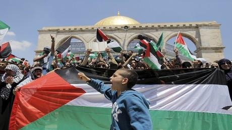 مواطنون فلسطينيون في ساحات المسجد الأقصى