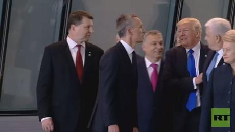 ترامب أثناء إزاحته لدوشكو ماركوفيتش رئيس وزراء الجبل الأسود في بروكسل