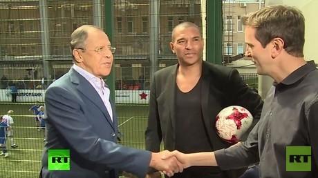 لافروف يعرب عن سعادته لاستضافة روسيا كأسي القارات والعالم