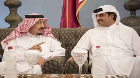أمير قطر والعاهل السعودي في الدوحة في 2016