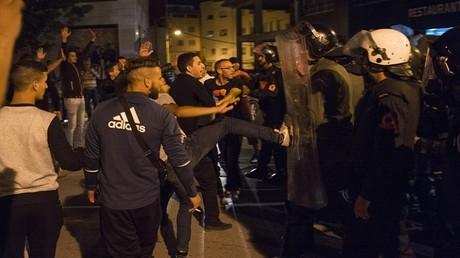 اشتباكات بين الشرطة المغربية ومتظاهرين ضد الفساد والقمع والبطالة في مدينة الحسيمة الشمالية 27 مايو 2017