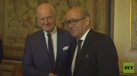 وزير الخارجية الفرنسي يبحث مع دي ميستورا التسوية بسوريا