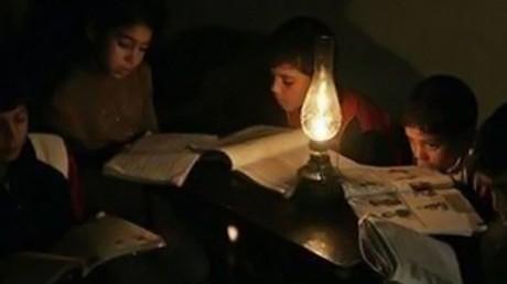 معاناة سكان قطاع غزة من انقطاع الطاقة الكهربائية