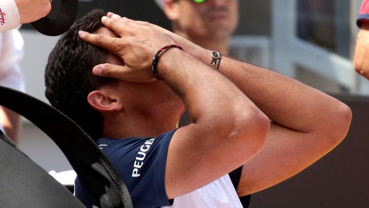 لاعب تنس ينخرط بالبكاء بعد إصابته في رولان غاروس