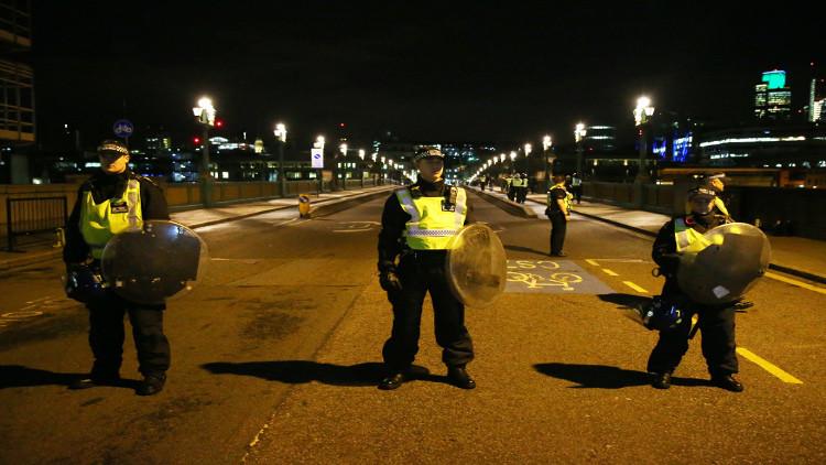 رجل أعزل حاول التصدي لمنفذي هجمات لندن يروي التفاصيل