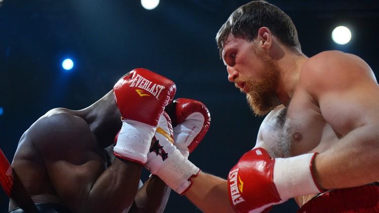 الملاكم الروسي كودرياشوف يسقط النيجيري دورودولا بالضربة الفنية القاضية