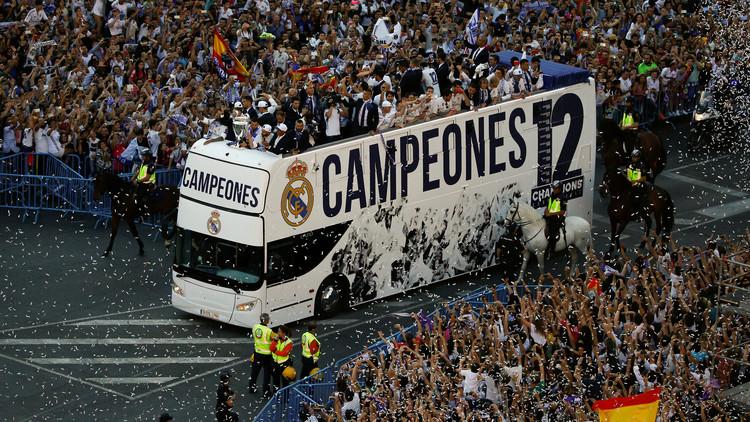 بالفيديو.. حافلة ملوك أوروبا تجوب شوارع مدريد