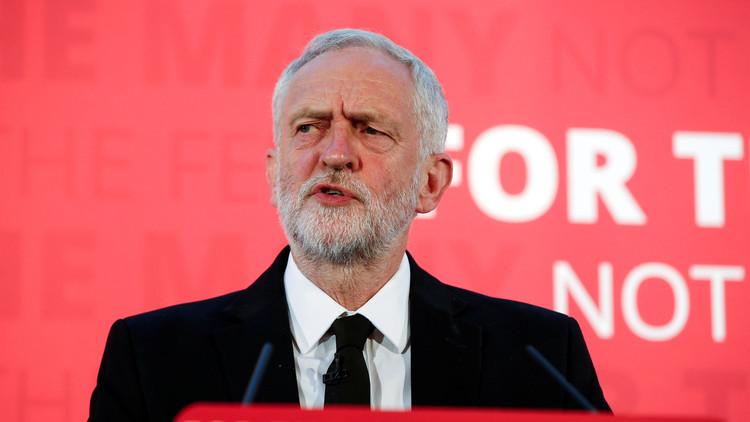 زعيم حزب العمال البريطاني يشير بإصبعه إلى السعودية