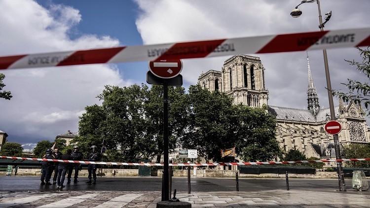 الكشف رسميا عن هوية مهاجم الشرطة أمام الكاتدرائية في باريس