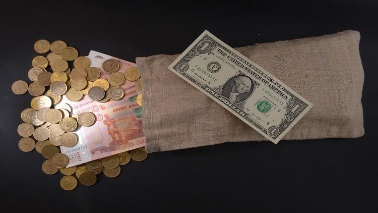 الروبل يصعد أمام الدولار واليورو