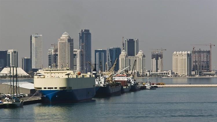 تكدس شحنات الخام القطرية في موانئ الإمارات