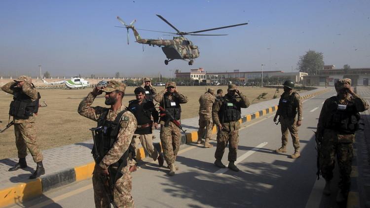 الجيش الباكستاني يقتل 12 متشددا في هجوم على كهف